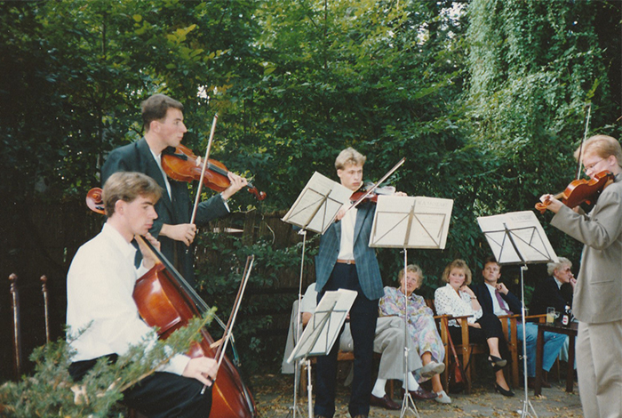 Wilbert Weijer performs with his string quartet.